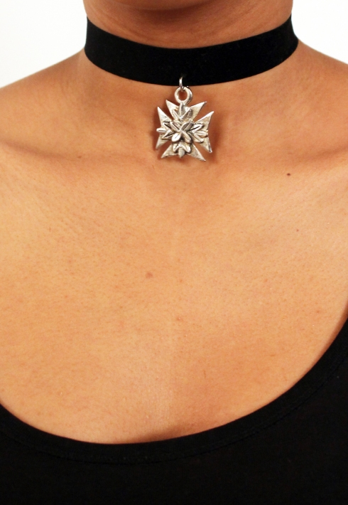 CROSS PENDANT CHOKER
