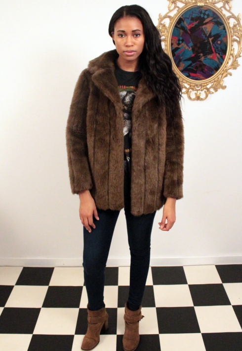 SHORT BROWN FAUX FUR COAT FRONT